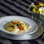 Penne ao molho de abobrinha e limão siciliano